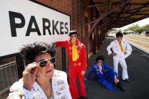 Clockwork Gallery - Elvises at Parkes